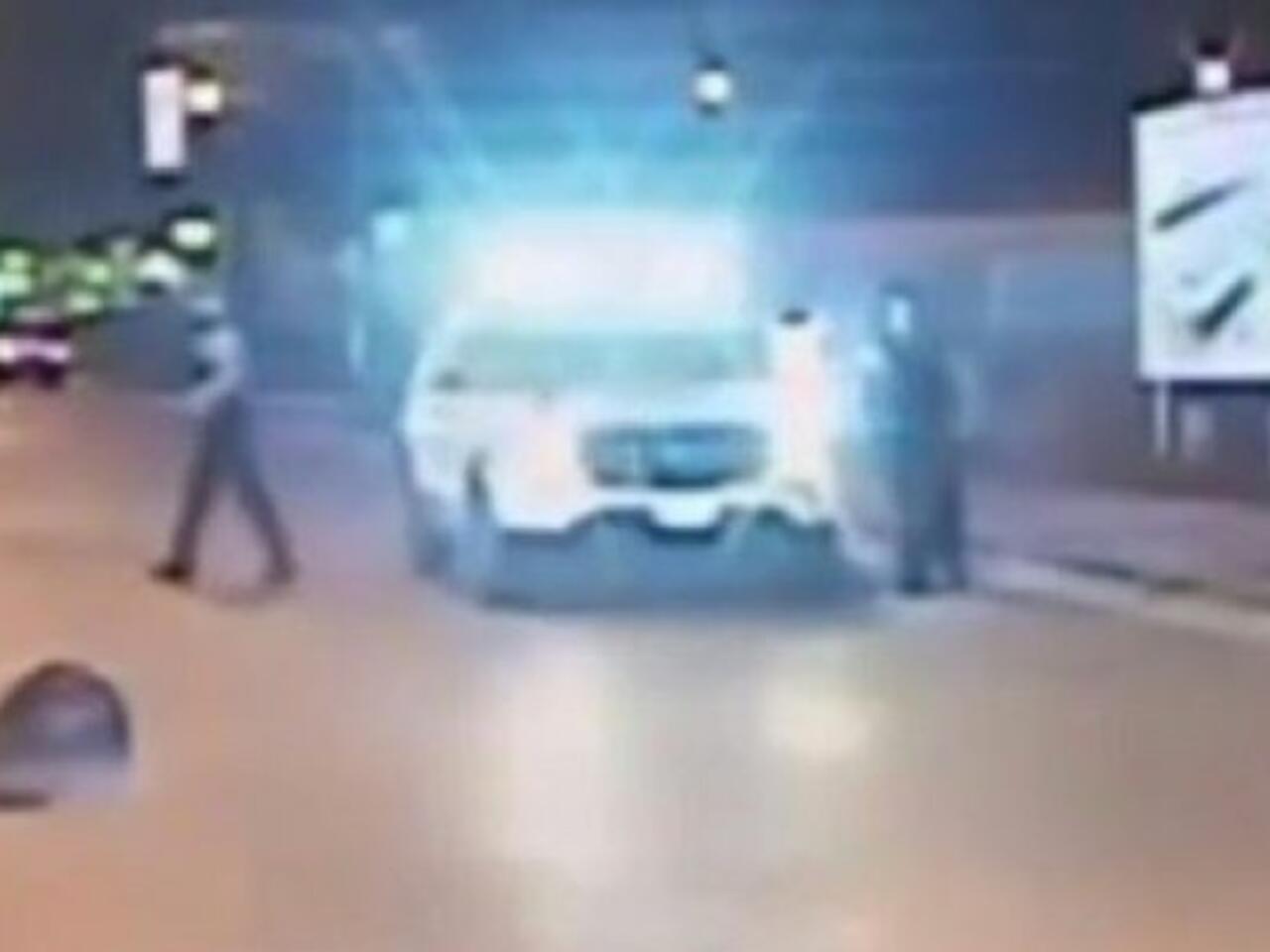 باراك أوباما يعرب عن صدمته العميقة من فيديو يظهر قتل شرطي أبيض لشاب أسود