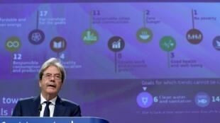 El comisario europeo de Economía, Paolo Gentiloni, habla durante una rueda de prensa que dijo el 22 de junio de 2020 en Bruselas