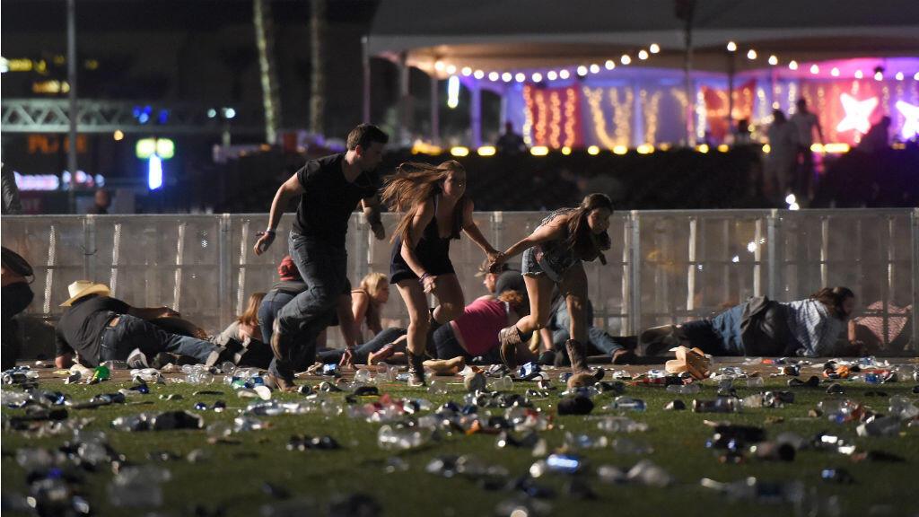 Un trabajo fotográfico en medio del pánico que se vivió en pleno festival de música country. La gente corre tras reaccionar ante los sonidos semejantes a fuegos artificiales: era realmente un tiroteo.