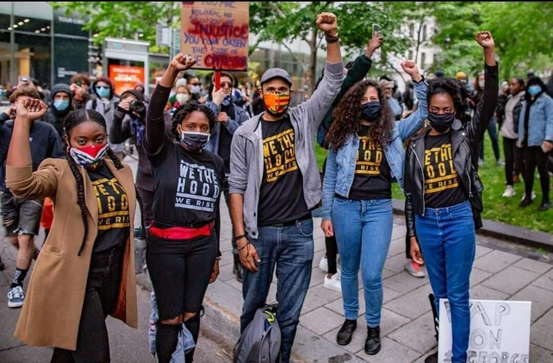 Marie-Livia Beaugé (segunda persona de izquierda a derecha) durante la manifestación en Montreal, Canadá. 31 de mayo de 2020.