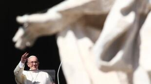 El papa Francisco durante el angelus del Día de Todos los Santos. Vaticano,1 de noviembre de 2017.