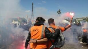 مظاهرة لعمال السكك الحديدية في باريس 3 مايو/ أيار