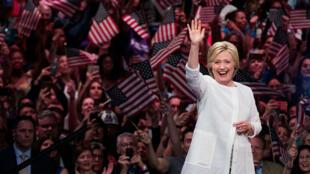 Hillary Clinton a revendiqué le 7 juin 2016, à la  Duggal Greenhouse, à Brooklyn,  l'investiture démocrate pour la Maison Blanche.