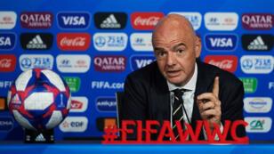 El presidente de la FIFA, Gianni Infantino, realiza una conferencia de prensa de balance del Mundial Femenino de Fútbol 2019, en Lyon, el 5 de julio de 2019.