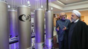 """Le président iranien Hassan Rohani au côté d'Ali Akbar Salehi lors de la """"journée de la technologie nucléaire"""", le 9 avril 2019."""