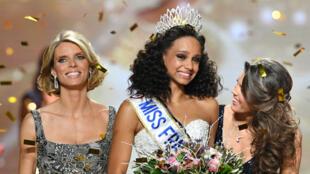Miss Guyane, Alicia Aylies 18 ans, a été élue miss France 2017.