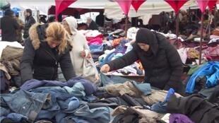 """تونس: مخاوف من تضييق السلطات على تجارة الملابس المستعملة """"الفريب""""."""