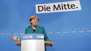 La canciller alemana Angela Merkel, en una conferencia de prensa luego de una reunión de la junta del partido Socialdemócrata en Berlín, Alemania, el 25 de febrero de 2018.