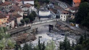 Vue aérienne de Breil-sur-Roya touché par des pluies et des crues violentes, le 5 octobre 2020 dans les Alpes-Maritimes, près de la frontière italienne