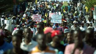 Les Haïtiens ont manifesté, samedi, dans plusieurs villes du pays pour réclamer la démission du président Martelly et de son Premier ministre.