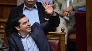 رئيس الحكومة اليونانية ألكسيس تسيبراس في البرلمان