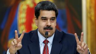 El presidente de Venezuela, Nicolás Maduro, gesticula mientras habla en una rueda de prensa en el palacio de Miraflores en Caracas, Venezuela, el 25 de enero de 2019.