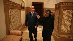 Le Premier ministre israélien Benjamin Netanyahou (à gauche) a rencontré le sultan Qabous lors d'une visite secrète.