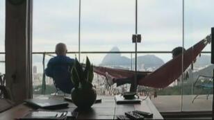 Dans les favelas de Rio, les visiteurs viennent chercher plus qu'un hébergement, une immersion dans la vie locale.