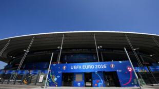 Les conducteurs SNCF des RER B et D qui desservent le Stade de France, où aura lieu vendredi soir le match France-Roumanie en ouverture de l'Euro-2016, ont prévenu qu'ils seraient massivement en grève.