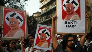 Des milliers de manifestants ont protesté, malgré les interdictions de rassemblements, contre la nouvelle loi sur la citoyenneté, à Bombay, le 19 décembre 2019.