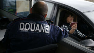 La douane française à la gare maritime de Dieppe, dans le nord de la France.