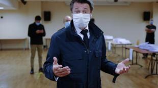 Le maire de Nice Christian Estrosi lors d'une distribution de masques dans la ville le 28 avril 2020