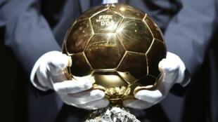 Le Ballon d'Or 2015 sera remis le 11 janvier 2016.