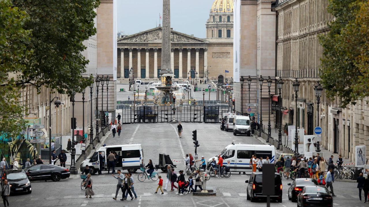 Todas las calles de París estuvieron libres de automóviles como parte de la lucha de la alcaldesa Anne Hidalgo contra la contaminación del aire y el ruido. Solo los autobuses, taxis y vehículos para personas discapacitadas estaban autorizados a circular.