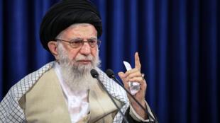 صورة مؤرخة في 31 تموز/يوليو 2020 لآية الله علي خامنئي في طهران