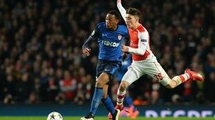 Arsenal's Spanish defender Hector Bellerin (R) challenges Monaco's French forward Anthony Martial during their UEFA Champions League round of 16 first leg.