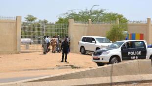 La police patrouille dans le quartier de N'Djamena touché par deux attaques meurtrières le 15 juin 2015.