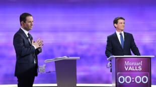 Manuel Valls et Benoît Hamon lors du débat le 25 janvier 2017.