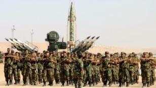 استعراض ببنغازي لقوات الجيش الوطني الليبي المعلن من جانب واحد في 7 مايو 2018 يوم إعلان قائد الجيش المشير خليفة حفتر بدء حملة طرد المسلحين الإسلاميين من مدينة درنة شرق ليبيا.