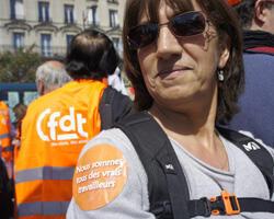 """""""J'ai vraiment mal pris les propos du président-sortant. Il se prétend le président de tous les Français mais il en stigmatise une grande partie. Il est en train de diviser le pays"""", Malika, 42 ans, employée dans le secteur de la mode."""