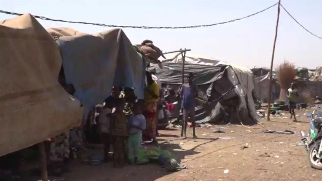 Un camp de rescapés du massacre de Peuls, au Mali.