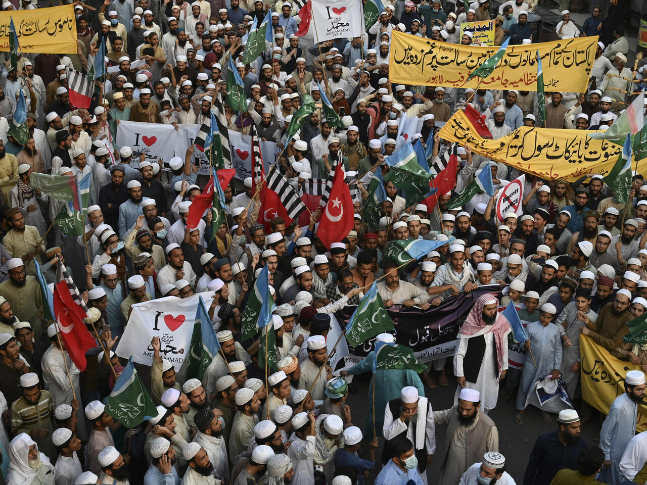 Pakistan's Khan calls for collective Muslim action against Islamophobia