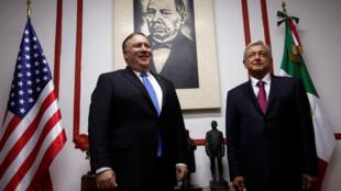El secretario de Estado de los Estados Unidos, Mike Pompeo, y el presidente electo de México, Andrés Manuel López Obrador, posan para una foto antes de una reunión en Ciudad de México, México, el 13 de julio de 2018.