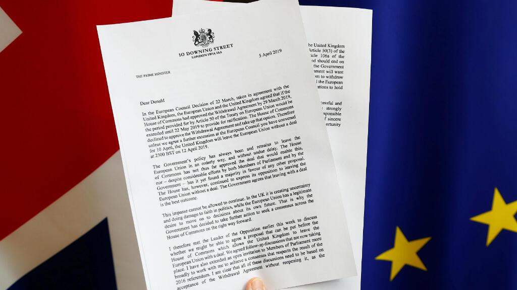Una copia de una carta de la primera ministra británica Theresa May, dirigida al Presidente del Consejo Europeo, Donald Tusk, sobre el Brexit, se ve en esta ilustración en el Consejo de la UE, el 5 de abril de 2019.