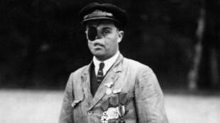 Le gardien du site de Rethondes, gueule cassée de la Première Guerre mondiale, photographié en 1920