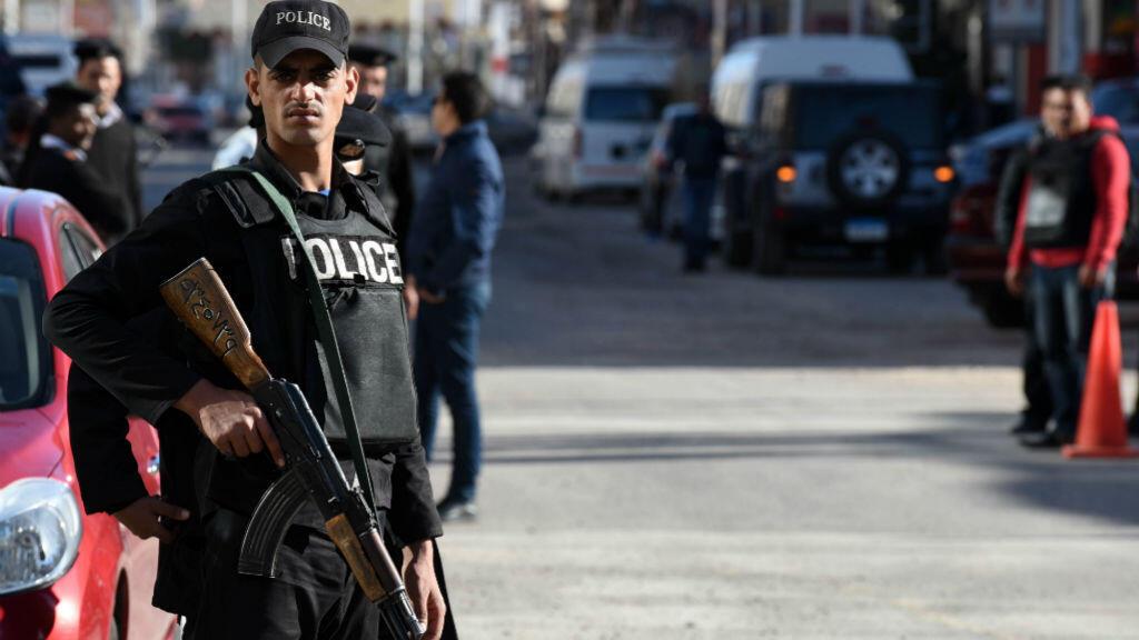 عنصر من الشرطة المصرية في 9 كانون الثاني/يناير 2016