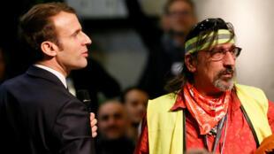 Emmanuel Macron, le 24 janvier 2019, dans une réunion citoyenne à Bourg-de-Péage.