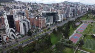 El distrito financiero de Quito, desierto debido a las medidas de confinamiento contra la propagación del nuevo coronavirus, el 17 de marzo de 2020