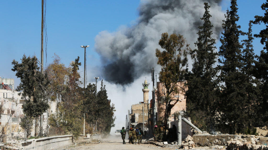 Des rebelles syriens se battent aux côtés de soldats turcs pour reprendre la ville d'Al-Bab aux jihadistes de l'État islamique.