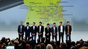 Les coureurs Christopher Froome, Egan Bernal, Steven Kruijswijk, Thibaut Pinot, Caleb Ewan, Julian Alaphilippe, Warren Barguil et Romain Bardet réunis lors de la présentation du Tour de France 2020, le 15 octobre 2019 à Paris.