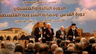 El presidente palestino Mahmoud Abbas asiste a la reunión del Consejo Nacional Palestino en Ramallah, Cisjordania, el 30 de abril de 2018.