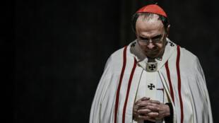 Le cardinal Philippe Barbarin, le 3avril2016, lors d'une messe à la cathédrale Saint-Jean de Lyon.