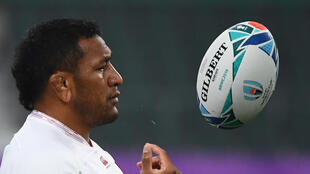 England prop Mako Vunipola is staying at Saracens