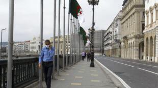Le gouvernement algérien a annoncé le renfort des mesures de confinement face à la recrudescence des cas de Covid-19.