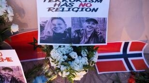 Moroccans paid tribute to Danish student Louisa Vesterager Jespersen (L) and Norwegian Maren Ueland after they were murdered