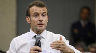 Emmanuel Macron veut reprendre la main et envisage de recourir au referendum