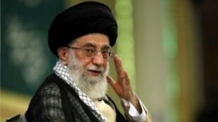 """L'ayatollah Ali Khamenei a menacé de réagir """"durement"""" contre l'Arabie saoudite dans l'affaire du rapatriement des corps de pélerins iraniens morts près de La Mecque."""