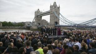 الآلاف من سكان لندن يتجمعون في تكريم لضحايا اعتداء السبت - 5 يونيو 2017
