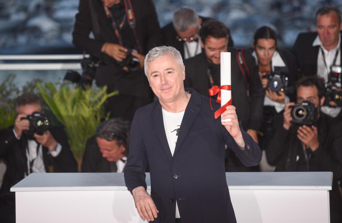 """Le cinéaste français Robin Campillo a remporté le Grand Prix pour son film """"120 battements par minute"""". Ce long-métrage, qui raconte la lutte d'homosexuels contre l'épidémie du sida au début des années 1990, a fait l'unanimité parmi les critiques cannois."""