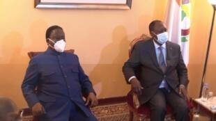 Le président ivoirien Alassane Ouattara et son principal opposant, l'ex-président Henri Konan Bédié